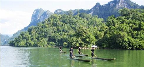 Nhóm Mua - Tour Ho Ba Be hoang so - Vien Ngoc xanh rung dong bac 2N1D