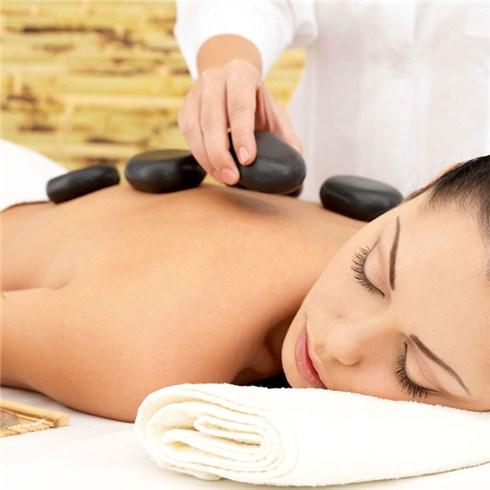 Massage body đá nóng + ngâm chân thảo dược - Khỏe và Đẹp Spa