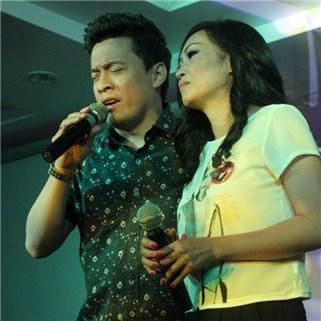 Nhóm Mua - 2h hat + 1 dia trai cay cho 4 - 6 nguoi - Karaoke Lam Truong