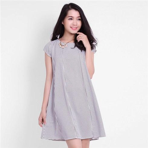 Đầm oversize họa tiết chấm bi dạo phố