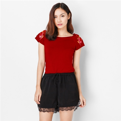 Áo thun nữ thêu tay màu đỏ Cirino