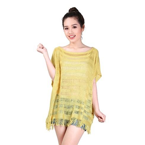 Áo len sọc ngang form rộng tua rua màu vàng