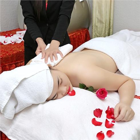 Massage body tinh dầu VanDo tại Hoàng Cung Spa
