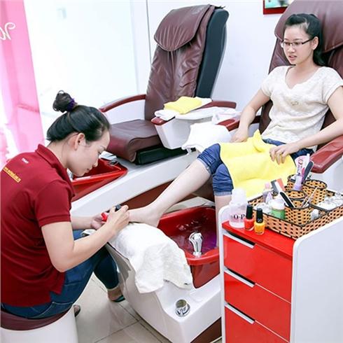 Cắt da, đánh bóng/Sơn dưỡng, ngồi máy massage tại World Nail