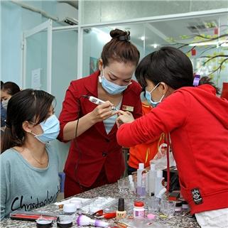 Nhóm Mua - Khoa hoc ky nang lam mong chuyen nghiep - World Nail School