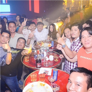Nhóm Mua - Cocktail + 1 dia trai cay Vip + 1 thuc an nhe - 86 Club