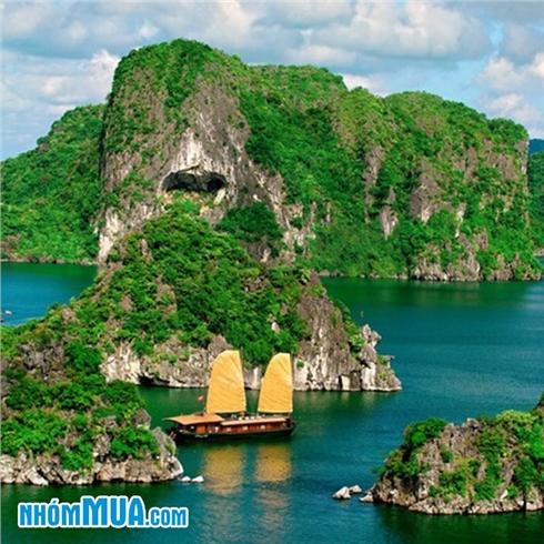Tour Hà Nội - Hạ Long 1 ngày - thưởng thức bữa trưa trên tàu