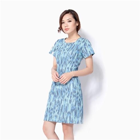 Đầm suông chữ A Cirino hoa văn xanh