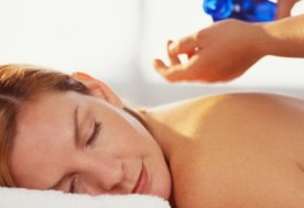 Massage body bằng tinh chất tinh dầu tại Spa Sắc Ngọc