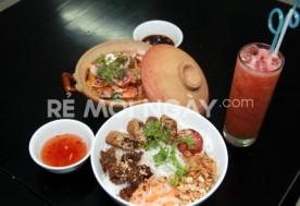 Thưởng thức cơm chiên hải sản và bún thịt nướng tại Nhà hàng Đông Hoa