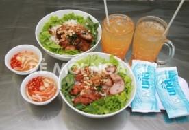 Combo 1 bún thịt nem nướng + 1 bún chả giò + 2 ly nước ngọt tự chọn + 2 khăn tại quán bún thịt nướng Bà Út