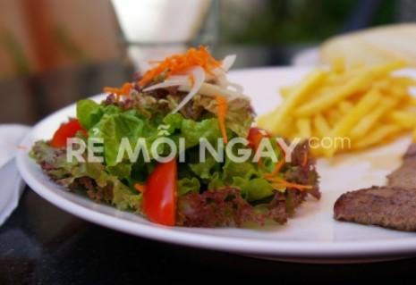Set bò Beefsteak nhập khẩu từ Úc + side salad+ khoai tây hoặc bánh mì+ sốt tiêu hoặc BBQ tại F-kafe