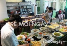 Thưởng thức Buffet trưa với 50 món tại nhà hàng Hương Đồng