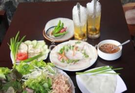 Combo phần thịt luộc cuốn bánh tráng + 2 ly chè hạt sen tại Nhà hàng Hội Quảng