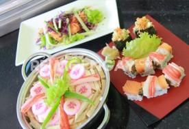 Set ăn 2 người (áp dụng cho 1 trong 5 combo - khách hàng được tặng kèm 1 phần gỏi nhật bản) tại Nhà hàng Sushi Que