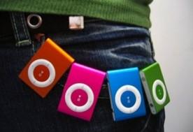 Máy Mp3 kiểu dáng Ipod sành điệu ( bao gồm máy Mp3 + tai nghe + cáp sạc) không bao gồm thẻ nhớ.