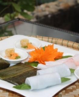 Combo 1 đĩa bánh thập cẩm + 1 cơm sen xứ Huế dành cho 2 người