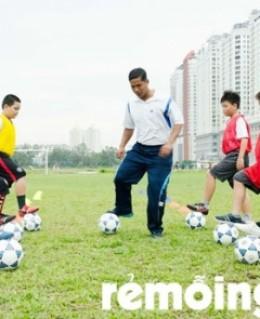 Lớp học bóng đá học đường