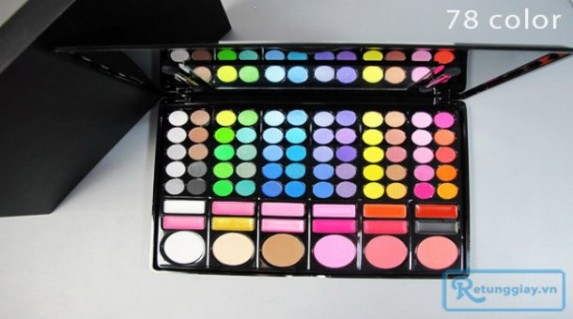 Bộ kit trag điểm 78 màu gồm: 60 màu mắt, 12 màu son môi, 03 má hồng, 03 màu phấn phủ, kèm 2 cọ với giá chỉ 145.000 vnđ cho giá trị sử dụng 250.000 vnđ. Giá cực rẻ chỉ có tại Retunggiay.vn!