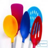 Bộ dụng cụ bếp 5 món với màu sắc bắt mắt giúp làm sáng bừng căn bếp khiến bất cứ người nội trợ nào cũng có thêm cảm hứng nấu ăn với giá chỉ 75.000 vnđ .Độc quyền tại Rẻ Từng Giây