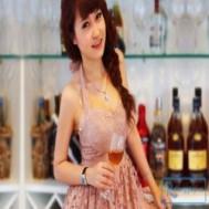 Đầm xòe ren cúp ngực dây buộc phía sau cổ tự tin để khoe đôi vai trần và vòng một căng đầy quyến rũ với giá chỉ 113.000 vnđ cho giá trị sử dụng 200.000 vnđ