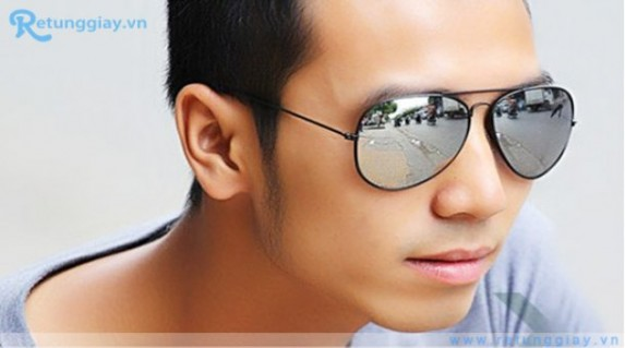Mắt kính chuồn chuồn RayBan nam chỉ 65.000 vnđ giúp bảo vệ đôi mắt của bạn khỏi nắng, gió, bụi. Giá cực rẻ chỉ có tại Retunggiay.vn!
