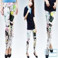 Quần legging hoa văn nhiều màu sắc trẻ trung với thiết kế lạ mắt, thể hiện phong cách thời trang sành điệu của các bạn gái với giá chỉ 67.000 vnđ cho giá trị sử dụng 150.000 vnđ