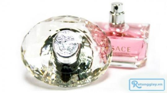Nước hoa Versace Bright Crystal (30ml) - Tinh tế, quyến rũ và lôi cuốn với giá chỉ 68.000 vnđ cho giá trị sử dụng 140.000 vnđ. Giá cực rẻ chỉ có tại Retunggiay.vn! - Nước Hoa