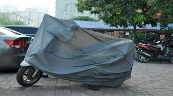 Bạt phủ xe máy cao cấp chỉ 55.000 vnđ .Giúp che nắng ,mưa ,bụi và chống xước rất tốt cho xe máy .Giá cực rẻ chỉ có tại Retunggiay.vn !
