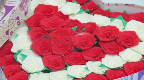 Hộp hoa hồng tình yêu ngọt ngào cho nửa yêu thương ngày 8/3 chỉ 135.000vnd.Với giá cực Hot chỉ có tại Retunggiay.vn !