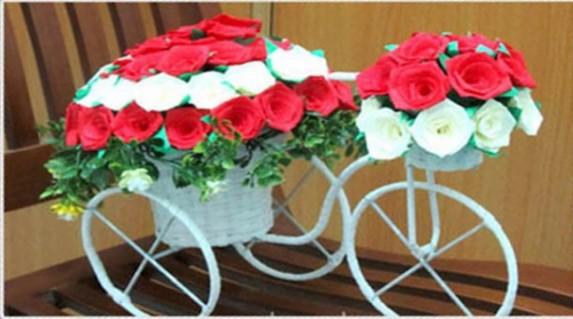 Cùng gởi yêu thươn g tới bạn gái nhân ngày 8/3 với xe đạp chứa đầy hoa hồng chỉ 155.000 vnd .Giúp thay những lời yêu thương với giá HOt rẻ chỉ có tại Retunggiay.vn