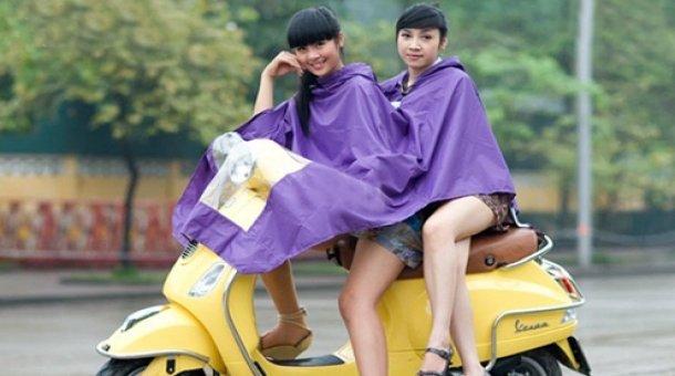Áo mưa tiện dụng hai đầu – Giúp bạn không bị ướt sũng và chống chọi với thời tiết vào mùa mưa này. Giá chỉ 46.000 VNĐ. Chỉ có tại Retunggiay.vn