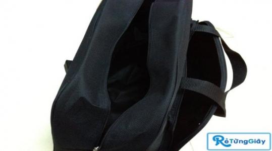 Túi xách du lịch thời trang chất liệu vải cao cấp chống thấm nước với giả chỉ 85.000 vnđ, thiết kế hình bán nguyệt thật sành điệu, phong cách, rất tiện dụng cho những chuyến đi xa như công tác, du lịch, dã ngoại. Giá cực rẻ chỉ có tại Retunggiay.Vn !