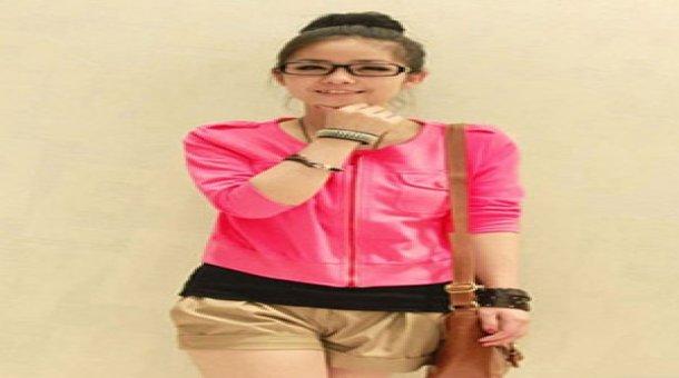 Áo khoác lửng xinh xắn trị giá 91.000 vnđ . Với mẫu áo thiết kế trẻ trung ,nữ tính .giá cực rẻ chỉ có tại Retunggiay.vn !