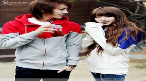 Áo Khoác phong cách Hàn Quốc giá chỉ 99.000vnđ được thiết kế trẻ trung, lạ mắt phối hai màu. Sử dụng chất liệu nỉ cotton phù hợp với tiết thu đông.Cực rẻ chỉ có tại Retunggiay.Vn!