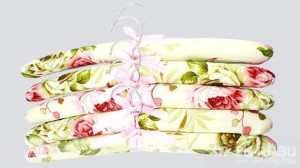 Móc áo mềm, combo 5 chiếc - Bảo vệ quần áo không bị xước, giữ nguyên form dáng cho những bộ cánh mỏng manh. Sản phẩm có giá 110.000 giảm ngay 50% còn 55.000. Chỉ có tại