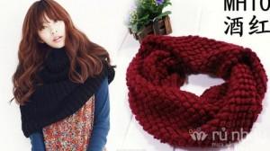 Khăn len ống Hàn Quốc - Chiếc khăn đa-zi-năng có thể biến thành mũ trùm đầu ấm áp hoặc chiếc áo choàng mềm mại, nữ tính. Sản phẩm trị giá 160.000 ưu đãi 53% còn 75.000