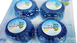 Viên tẩy bồn cầu YouFul - Bộ sản phẩm gồm 1 vỉ gồm có 04 viên - Tẩy sạch các vết bẩn bám vào thành toilet và diệt sạch các vi trùng gây hại, duy trì sự sáng bóng cho gốm vệ sinh. Sản phẩm trị giá 90.000 ưu đãi 50% còn 45.000