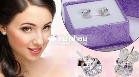 Khuyên tai bạc hình nụ đá lấp lánh mang đến vẻ đẹp sang trọng, quý phái và nữ tính cho các bạn gái. Sản phẩm trị giá 160.000 còn 95.000 duy nhất có tại