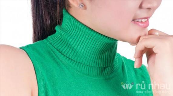Áo len nữ sát nách cao cổ làm nền cho những chiếc áo choàng cardigan, áo jaket da, denim hoặc blazer có cơ hội tỏa sáng. Sản phẩm trị giá 175.000 ưu đãi 50% còn 88.000 duy nhất có tại