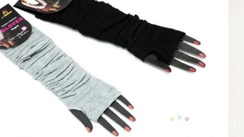 Găng tay len hở ngón cho bạn gái vừa giữ ấm vừa tạo Style riêng. Cho bạn làm mọi việc một cách linh hoạt mà không lo lạnh. Sản phẩm trị giá 90.000 còn 45.000. Mức ưu đãi 50% duy nhất có tại