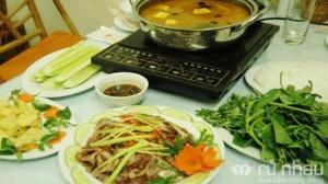 Nhà hàng Hưng Long - Chọn 1 trong 2 set ăn đặc biệt: Lẩu gà chọi nhúng lẩu thái hoặc lẩu gà om mẻ nguyên xương dành cho 2-3 người. Set ăn trị giá 290.000 ưu đãi 52% còn 140.000