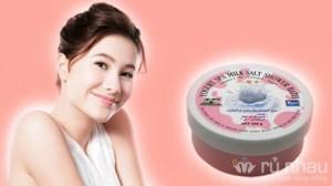 Sữa tắm muối Thái Lan kết hợp với chiết xuất từ sữa chua, trà xanh, sữa bò - Cho bạn làn da mềm, mịn và mướt ngay tại nhà. Sản phẩm trị giá 140.000 ưu đãi 46% còn 75.000. Duy nhất có tại