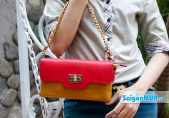 Thật thời trang và sành điệu với ví cầm tay dạo phố, cho ngày hè thêm sắc màu và sinh động. Giá ...