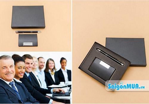 Ví đựng name card được làm từ chất liệu da bọc inox sáng mang đến cho bạn phong cách sang trọng và ...