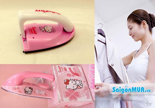 Bàn ủi mini Hello Kitty sẽ là người bạn đồng hành tiện dụng cho bạn với thiết kế nhỏ gọn, giúp làm ...