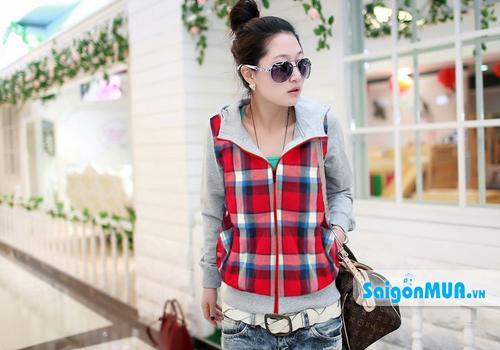 Áo khoác sọc Burberry thiết kế với kiểu dáng lửng thời trang cho bạn gái phong cách cá ...