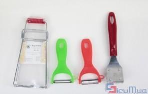 Combo 4 dụng cụ làm bếp giá chỉ có 79.000đ, được làm từ Inox sáng bóng, tiện dụng và dễ dàng vệ sinh, chùi rửa sau khi sử dụng.