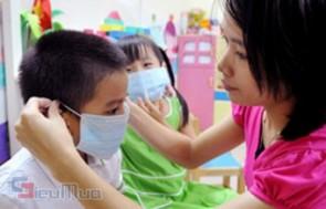 Combo 2 hộp Khẩu trang face mask giá chỉ có 63.000đ, giúp chống nắng, chống bụi, kháng khuẩn, phòng tránh các bệnh lây qua đường hô hấp.