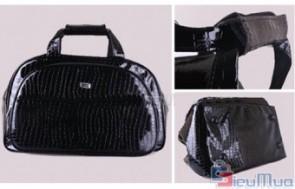 Túi xách du lịch giả da cá sấu giá chỉ có 140.000đ, túi xách được thiết kế với khoang chứa đồ rộng, giúp bạn mang theo được nhiều đồ đạc hơn.